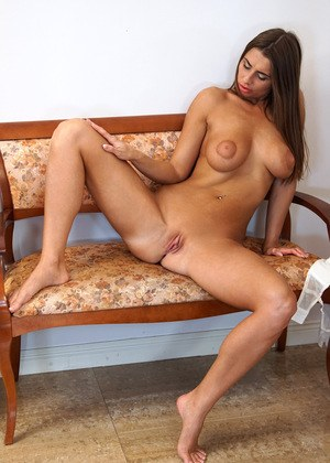Housewife Shaved Pussy Pics